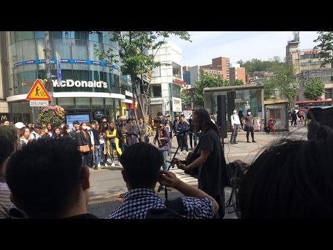 Mesmerizing street performance in seoul, South Korea ;) Live