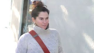 Lost Boys Star Jami Gertz Ditches Her Make Up While Holiday Shopping