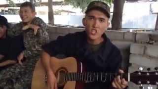 АРМИЯ Казахстан 2015 Парень играет на гитаре и поет.