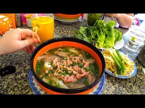 Вьетнам УЛИЧНАЯ ЕДА. Где поесть САМЫЙ ВКУСНЫЙ суп Фо БО в Нячанге? Цены и еда - Нячанг мукбанг.