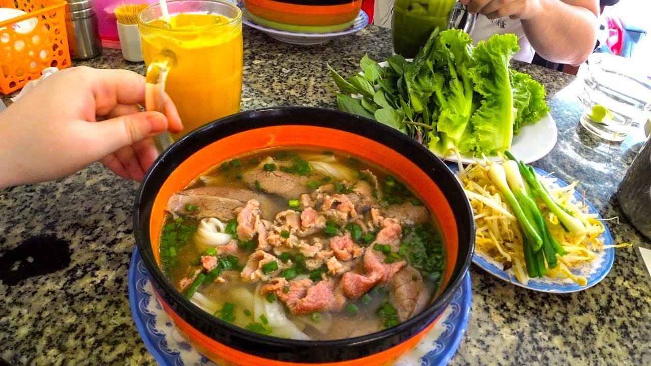 Вьетнам 2019 УЛИЧНАЯ ЕДА. Где поесть САМЫЙ ВКУСНЫЙ суп Фо БО в Нячанге? Цены и еда - Нячанг мукбанг.
