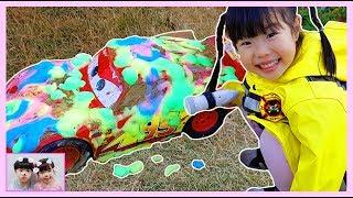 Disney Cars Lightning McQueen Car Wash! 맥퀸을 구해줘! Yuni pretends to save McQueen in the mud   Romiyu