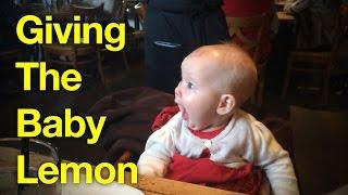 ردة فعل لطيف للغاية لرضيعة تتذوق الليمون لأول مرة.. شاهدوا الفيديو