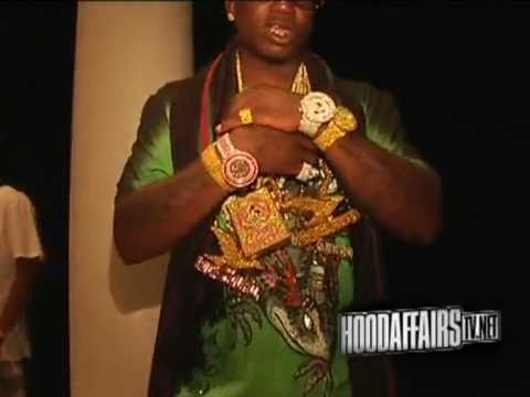 gucci mane flexin 2 000 000 worth of jewelry youtube