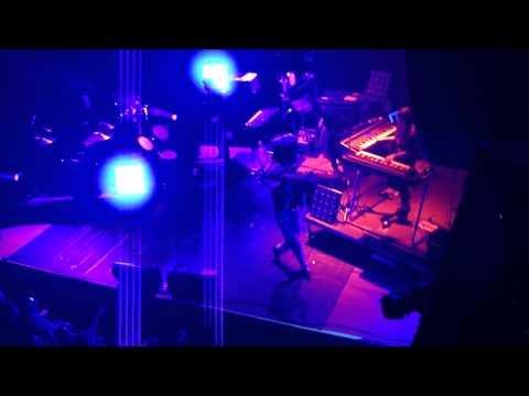 La Roux Performing