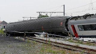 A belga király is meglátogatta a vonatbaleset helyszínét
