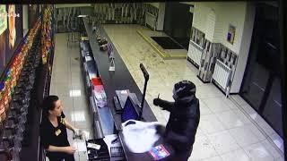 В Бузулуке мужчина с ножом напал на центр разливных напитков