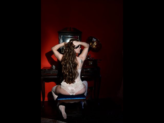 Ensaio sensual em algum lugar do passado by Gina Stocco