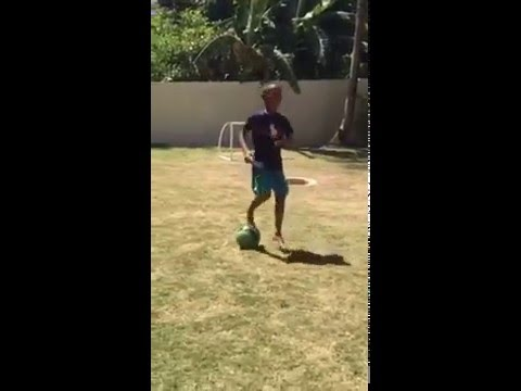 Che Daniel Gardner Skills and epic shots. 8 years old!