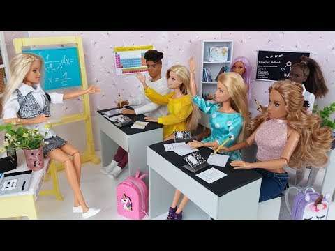 Barbie School Morning - Life in  a School Dollhouse. Barbie video for kids. ❤️