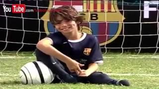 Un Incroyable garçon sans pieds joue au football pour le Barça