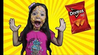 Nunca abra o pacote de chips errado! Open a packet of chips-بائع أحذية حلوة