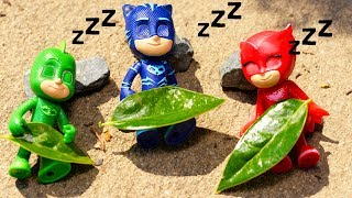 PJ Masks Shrink and have an Outdoor Adventure Playing Hide N seek