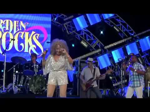 Darlene Love performs Wait 'til My Bobby Gets Home / Da Doo Ron Ron