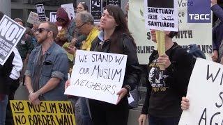 В Америке не утихают протесты и противоборство по поводу миграционного запрета