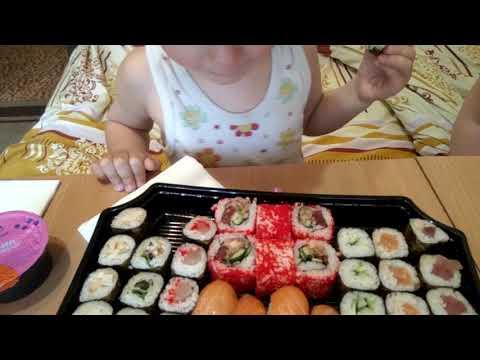 Ребёнок впервые пробует суши / Япошка Харьков