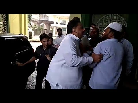 Wakf Board Chairman Saleem Thrashes A Man in Wakf Board Office | Overseas News
