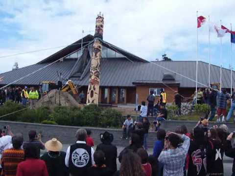 Haida Totem Pole Raising, Old Massett, Haida Gwaii, Queen Charlotte Islandsl