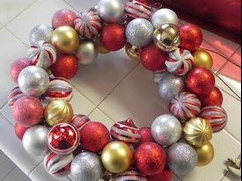 Como hacer una corona de esferas manera facil y - Como hacer coronas de navidad ...