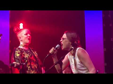 Fiona Apple and Shirley Manson duet - You Don't Own Me at Girlschool 2018 (Los Angeles)