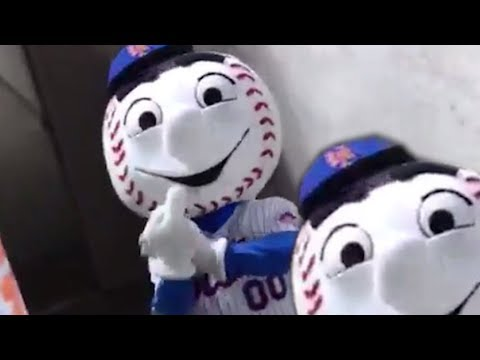 New York Mets Mascot Mr. Met Flips Off Fans! | What
