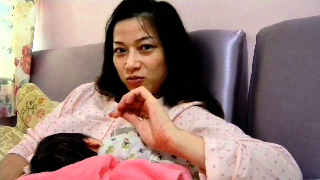 如何預防新生兒睡夢中吸破乳頭 - YouTube