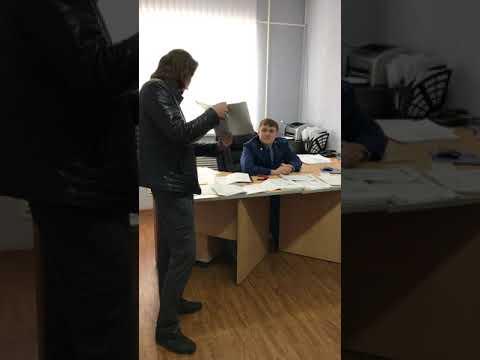 Граждане СССР вручают Предостережение помощнику прокурора. г.Вуктыл, Коми АССР