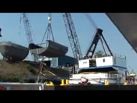 "65 ton crane pick with DB Freedom - Midbody Shaver tug ""Sommer S"""