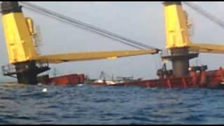 VINU'S visit 2 see the Sinking ship in to sea in Kadiyapattinam.:)
