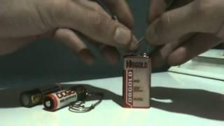 Подключение светодиода к батарейке(Руководство по подключению светодиода к батарейке, комментарии присутствуют. Автор не известен., 2012-08-22T09:31:46.000Z)
