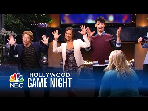 Joe Jonas, Michelle Trachtenberg, & More Have a Dance in Their Pants  Hollywood Game Night