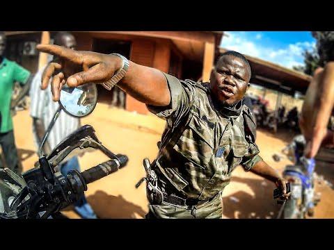 PROBLEMAS de aduanas en BURKINA FASO | Vuelta al mundo en moto | África #31