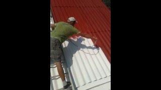 видео Как правильно покрасить крышу из шифера самому?