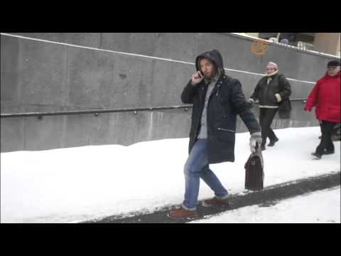 В переходе на Невском устроили ледяную горку   Город   Новости Санкт Петербурга   ФонтанкаРу