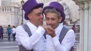 فيديو..أول زواج رسمي للشواذ في روما بإيطاليا