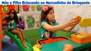 MAMÃE E FILHA BRINCANDO NO PARQUINHO E MERCADO DE BRINQUEDO