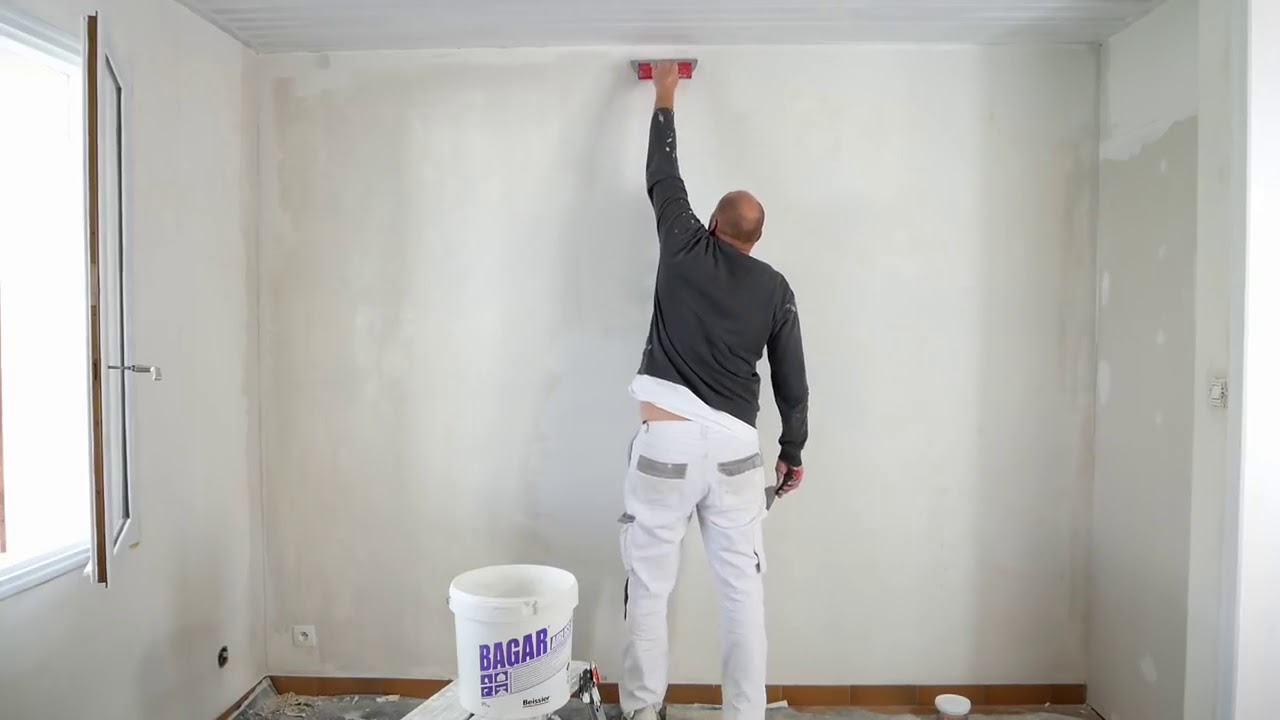 N 07 Tuto Enduire Un Mur Abimer Apres Le Detapissage Reparer Un Mur Ratisser Reboucher Les Fissur Youtube
