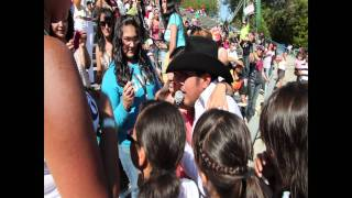 Alex Rivera en El Festival Latino en Six Flags Vallejo, California