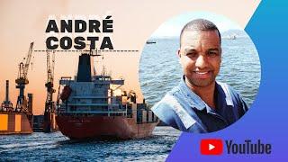 Navio Far Sea Funcionando a Propulsão Docado