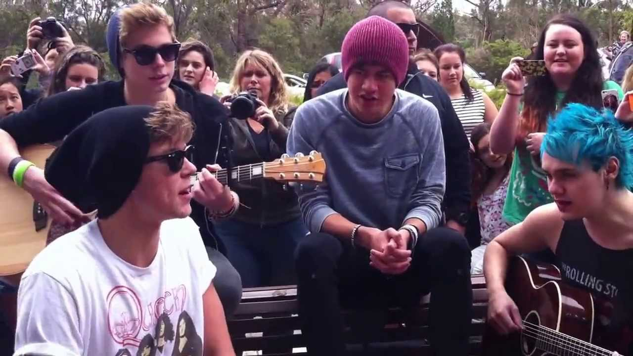 5 seconds of summer out of my limit acoustic perth