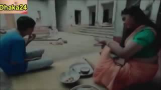 নায়িকা নিপুন কাজের ছেলেকে প্রস্তাব দিচ্ছে