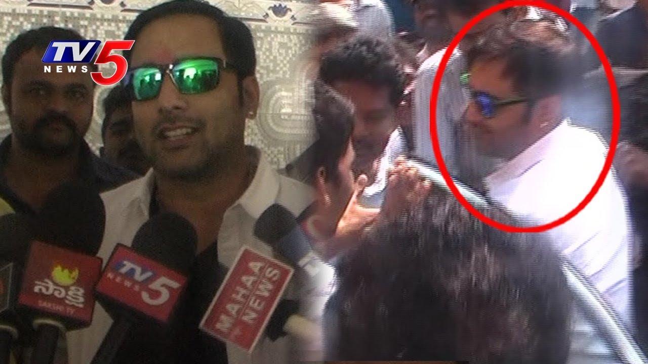 థియేటర్లో అభిమానులతో కలసి సందడి చేసిన తరుణ్..! | Idi Naa Love Story | TV5 News #1