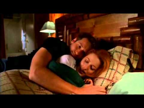 {X-Files} Mulder and Scully cuddle