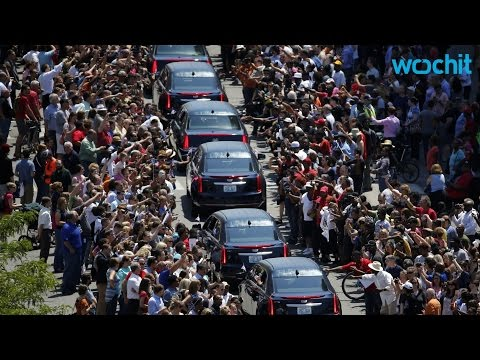 Over 100,000 Mourners Attend Muhammad Ali...