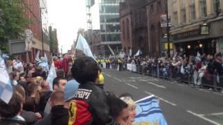 Манчестер Сити - Чемпион Англии 2011-2012(2)(Парад в честь победы Манчестер Сити в чемпионате Англии, сезон 2011/12 в Манчестере., 2012-11-25T02:20:07.000Z)