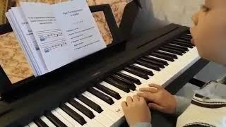 Феноменально! С 1-го урока сам играет по нотам на фортепиано!