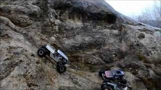 Crawling on wet rock with Axial Wraith, Seb