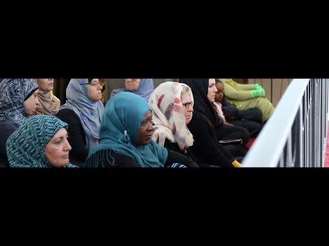 Hypocrite: Feminist Kathleen Wynne bows to sharia law, wears hijab
