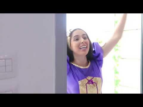 אמא של נופיקי מנקה את הבית ולא שמה לב שהיא מנקה את נופיקי 😅🥳😂 | כוכבת הילדים מהיוטיוב