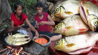 Survival skills: Cooking fish Fries with Peppers sauce and Eating delicious  My Natural Food ep 35